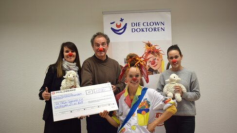 Spendenuebergabe Clown Doktoren e.V.